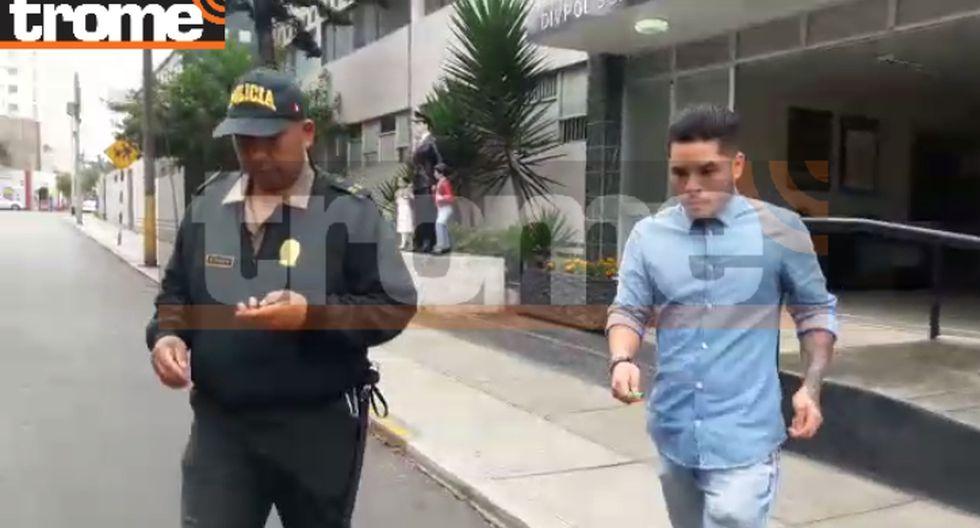Harold Cortez, esposo de Diana Sánchez, dirigiéndose al médico legista