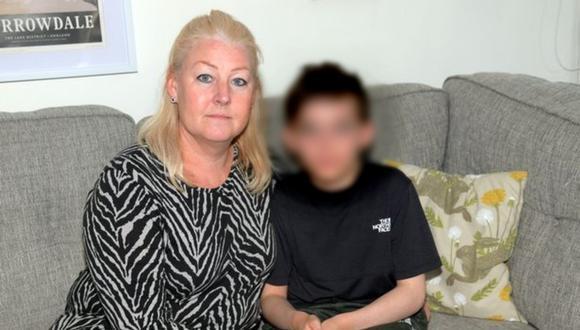 Jacob de 10 años junto a su madre Victoria Parish, en Reino Unido. (Foto:  (Imagen: captura de pantalla | GrimsbyLive / Donna Clifford)