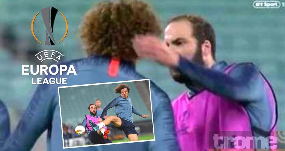 Pipita Huguaín y David Luiz se agarran antes de la final de la Europa League