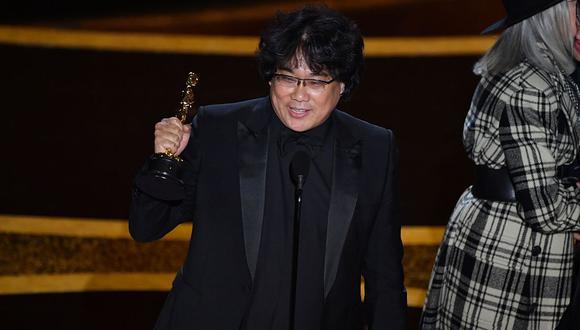 """Oscar 2020: director de """"Parásitos"""" y su tierno gesto de felicidad al ganar el premio a Mejor guión original. (Foto: AFP)"""
