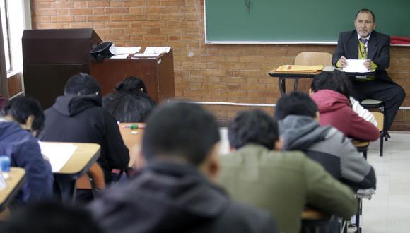 Vacunación de docentes universitarios y de institutos permitiría el retorno a clases de forma semipresencial. (Foto: Andina)