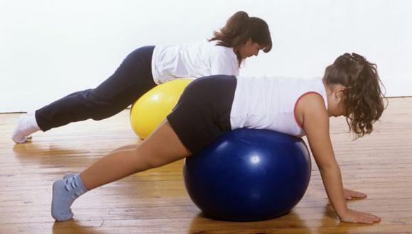 Natación, yoga y caminata son algunos de los ejercicios que recomiendan los expertos para reducir los síntomas de la enfermedad. (Foto: SPL)