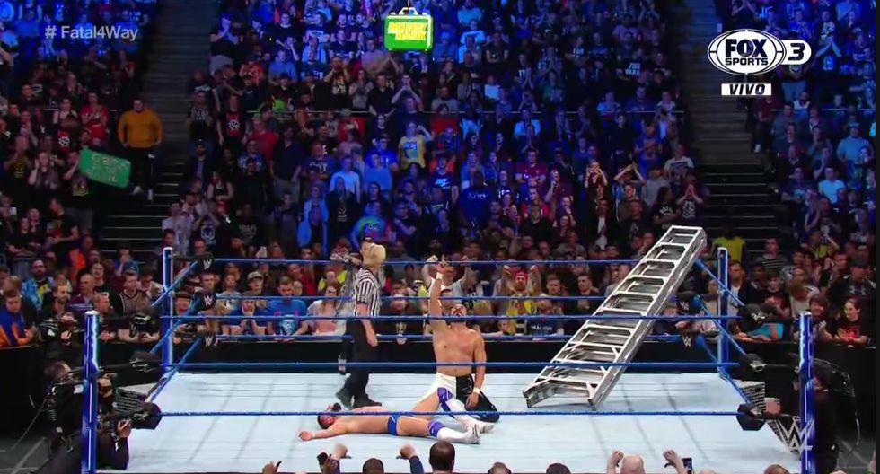 Andrade demostró un gran nivel, pero no esperaba el ataque de Ricochet. (Captura Fox Sports 3)