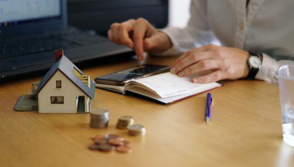 Organiza tu dinero haciendo un presupuesto.