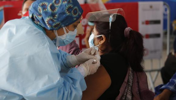 """""""Desde el próximo sábado comenzamos a vacunar a los de 40 años"""", anuncia ministro de Salud. (Foto: Violeta Ayasta/ @photo.gec)"""