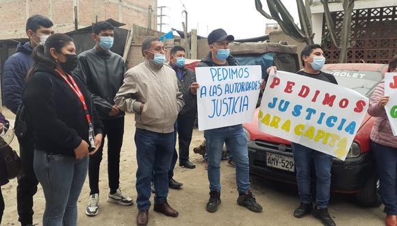 Paúl Coz Vara (23), hermano del taxista desaparecido Gerber Luis (36), y sus familiares están seguros que los restos del hombre asesinado y descuartizado, cuyos restos fueron hallados en Cieneguilla, es su pariente. (foto: Mónica Rochabrum/Trome)