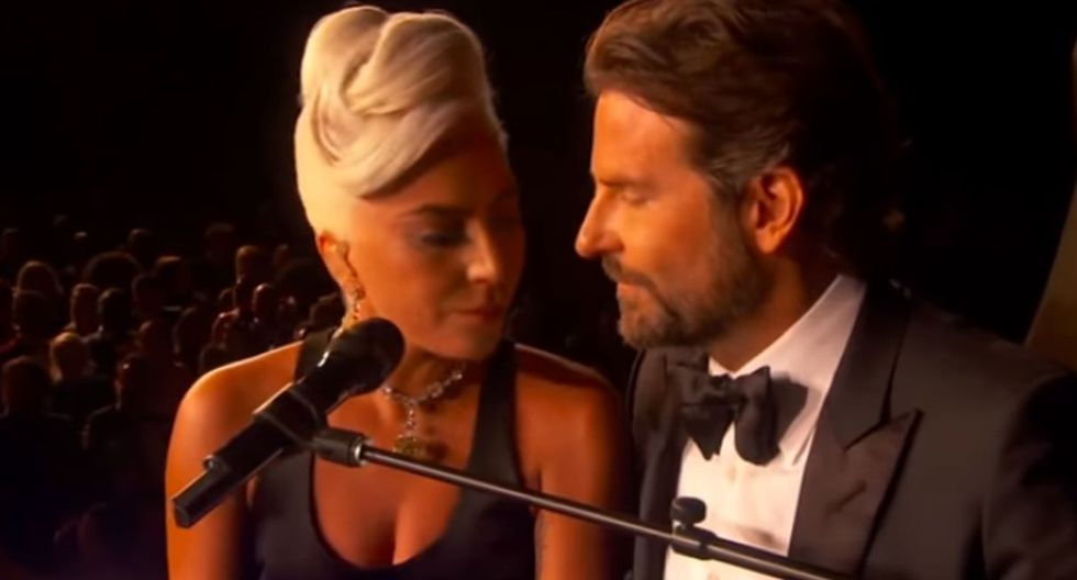 Lady Gaga intentó besar a Bradley Cooper en plena interpretación de Shallow