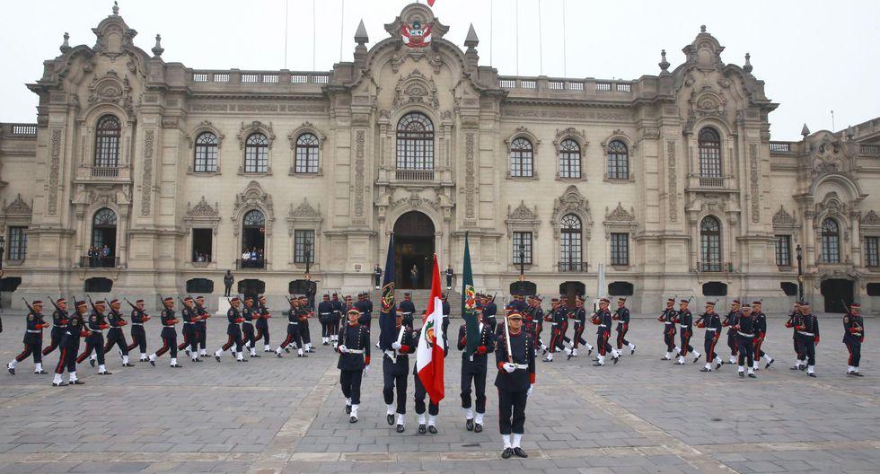 Mira el espectacular cambio de guardia en Palacio de Gobierno realizado por la PNP. (Andina)