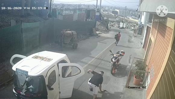 Joven escapa de 'raqueteros' en Chorrillos.   Foto: Reproducción de vídeo