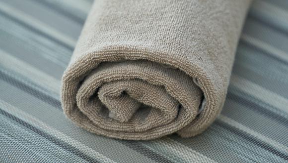 Las toallas de baño suelen adquirir un molesto olor a humedad tras varios usos. (Foto: Pexels)