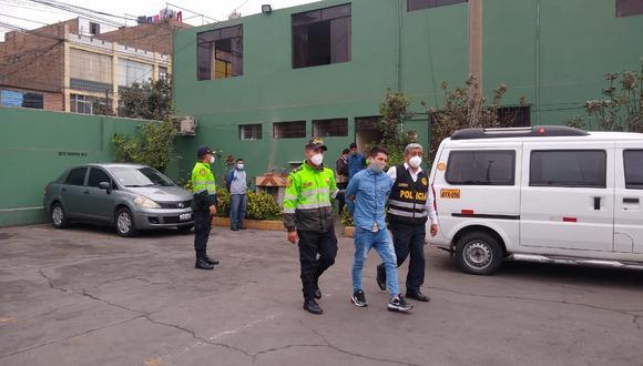 Presuntos integrantes de 'Los Rápidos de Independencia' fueron acusados de robar Minivan. | Foto: Trome