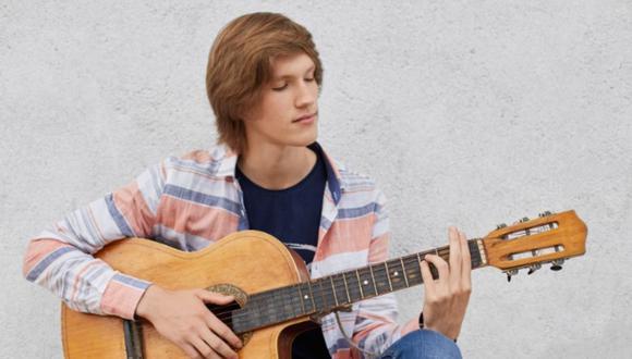 Las personas con inteligencia musical pueden tocar instrumentos o componer piezas musicales con facilidad (Foto: Freepik)