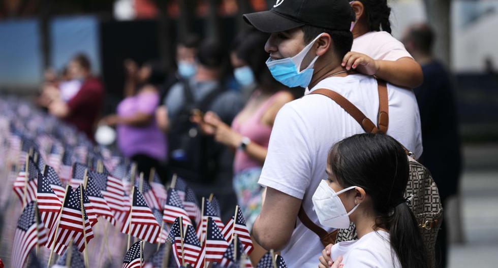 Imagen referencial. La gente se reúne en el 9/11 Memorial Plaza luego de cerrar durante tres meses por el coronavirus. (AFP/Spencer Platt).