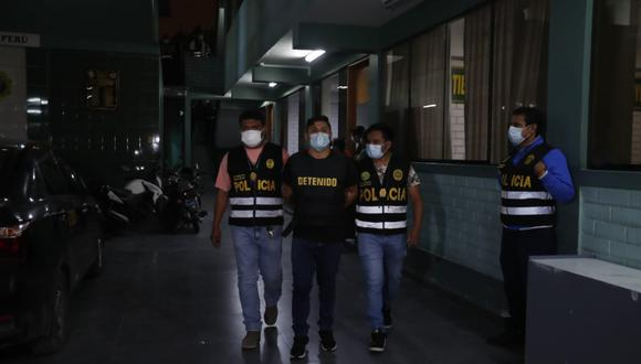 Detenidos estaban en un auto con letrero de taxi. | Foto: Grupo El Comercio