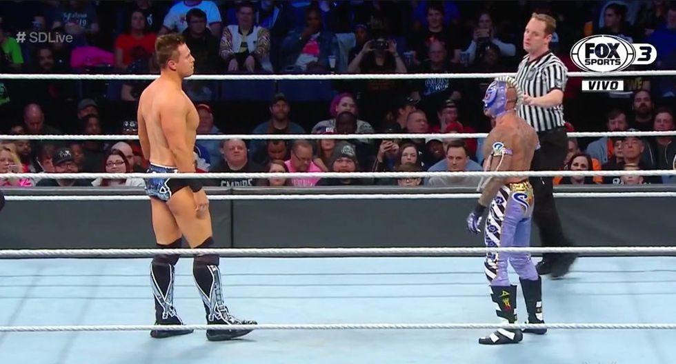 Rey Misterio derrotó a The Miz y escapó a tiempo del RKO de Randy Orton. (WWE)