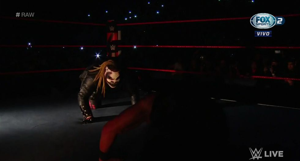Bray Wyatt acabó con Braun Strowman. (Captura Fox Sports 2)