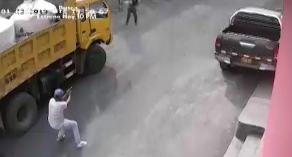 Empresario hace correr a sicarios extranjeros que llegaron a su negocio en San Juan de Lurigancho para matarlo. Foto: Captura de América Noticias