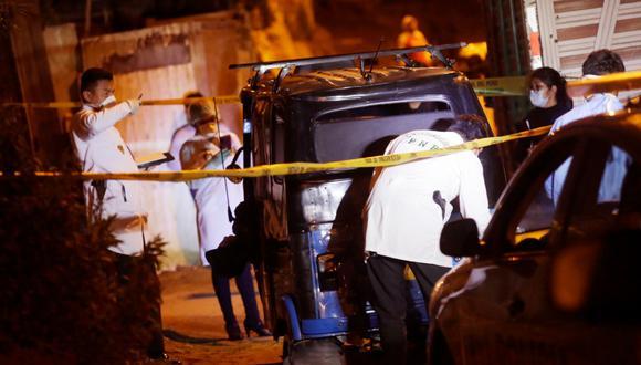 Cuando los vecinos notaron el cadáver dieron aviso a la Policía Nacional del Perú (PNP) que indicaron que la causa del asesinato sería un presunto ajuste de cuentas. Fotos: Cesar Grados / @photo.gec