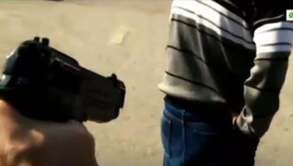 Suboficial de tercera detenido por ser acusado de dispara a un vecino de 46 años de Villa El Salvador.  (Captura: América Noticias)