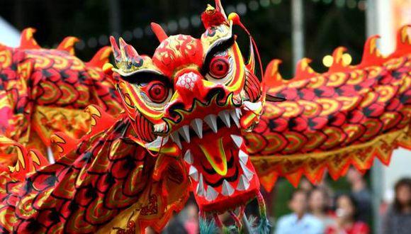Se cree que realizar la danza del dragón ahuyenta a los espíritus malignos y toda la mala suerte asociada con ellos, y trae buena suerte y riqueza (Foto: GEC)