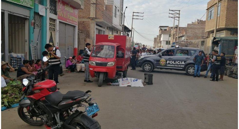 Agentes de la Policía Nacional llegaron hasta la escena del crimen para iniciar las investigaciones del homicidio de Julia Eustaquio González (58).
