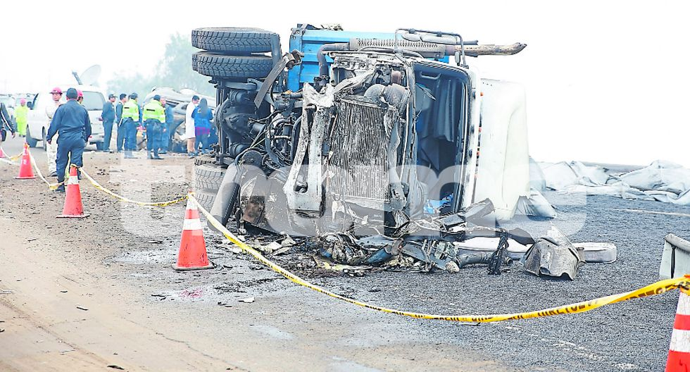 Tráiler choca camioneta y mata a tres personas en Ancón. (Fotos: Ernesto Quilcate)