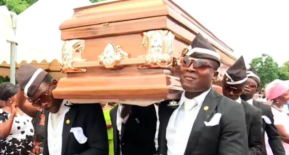 El origen de los africanos cargando el ataúd es de Ghana. (YouTube)