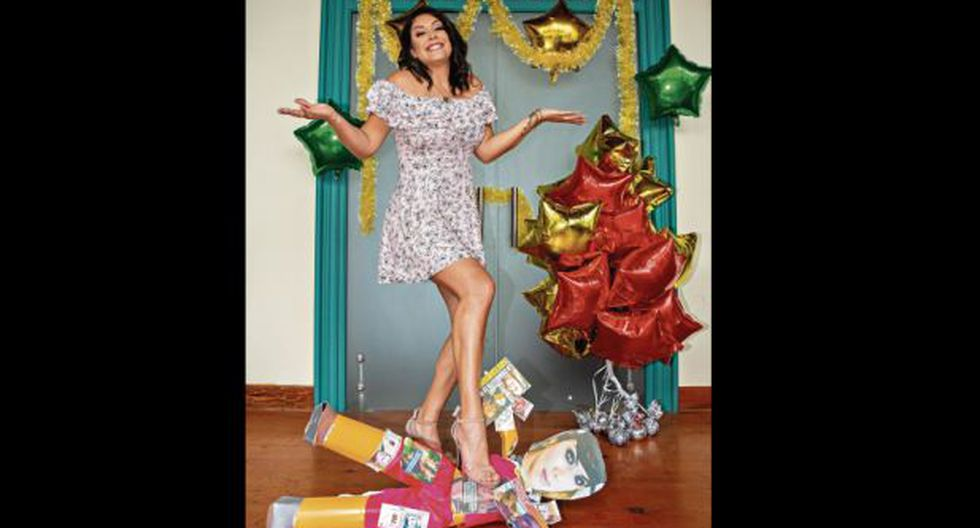 Karla Tarazona pisotea una piñata de Chabelita. (Foto: Trome)