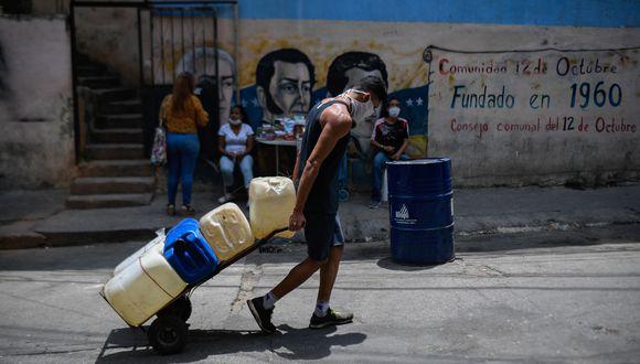 """Según la autoridades, el 77 % de los casos que registra Venezuela son """"importados"""" o de contacto con viajeros internacionales. (Foto: Federico PARRA / AFP)."""