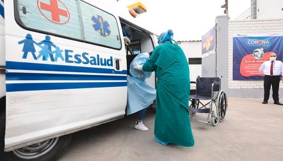 Los médicos de EsSalud trabajan día y noche por salvar a los pacientes víctimas de esta temible enfermedad. (Difusión EsSalud)