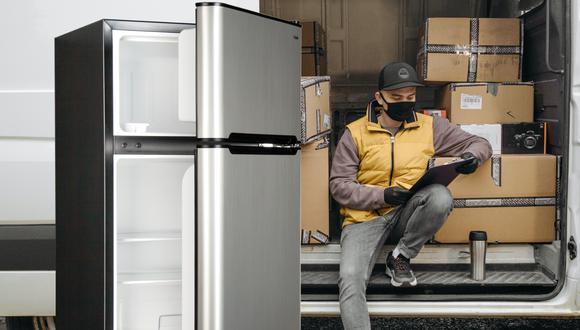 Un video viral muestra el tremendo error de un repartidor que le costó su refrigerador nuevo a una familia de Estados Unidos. | Crédito: Pexels / Referencial / Composición.