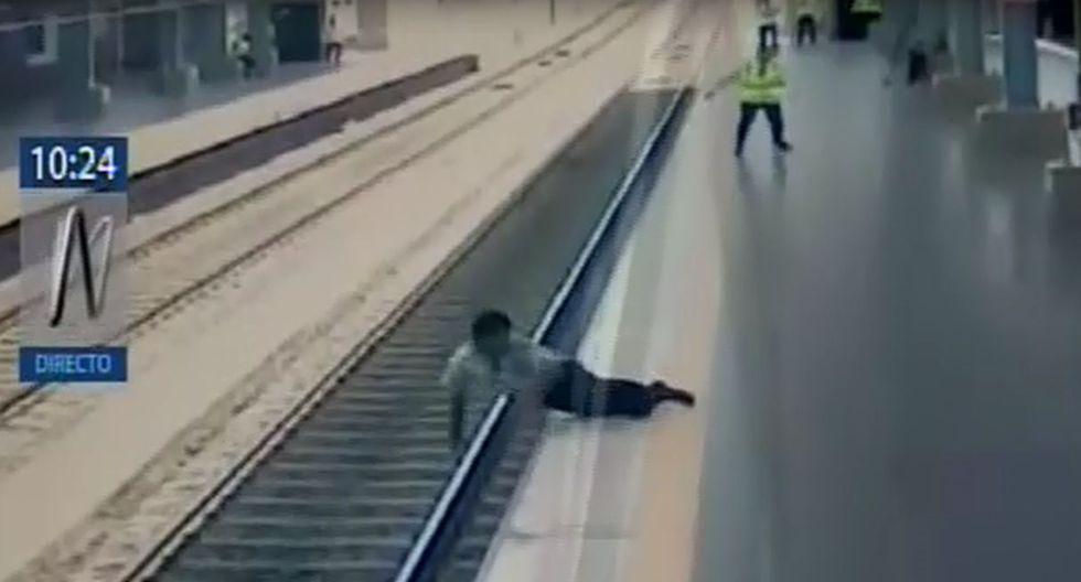 Pánico por hombre que perdió el equilibrio y cayó a los rieles del Metro de Lima. Foto: Captura de pantalla de Canal N