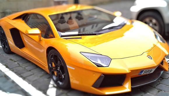 Un video viral tiene como protagonista a un lujoso auto deportivo transitando por una inundada calle de Florida. | Crédito: Pixabay / Referencial.