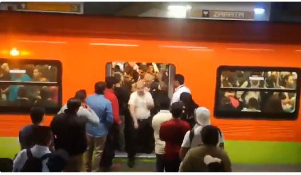 Filas en el metro de México