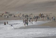 Chorrillos: varios grupos de personas se bañaron en la playa La Chira pese a prohibición