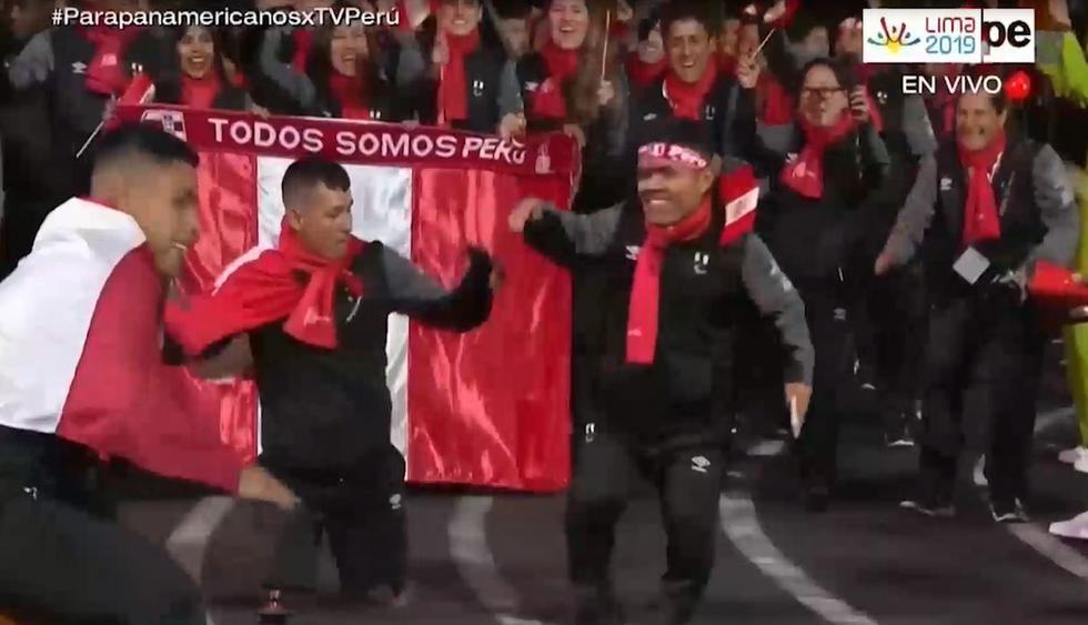 Deportistas peruanos hicieron estallar el Estadio Nacional con su baile. (Capturas: TVPerú)