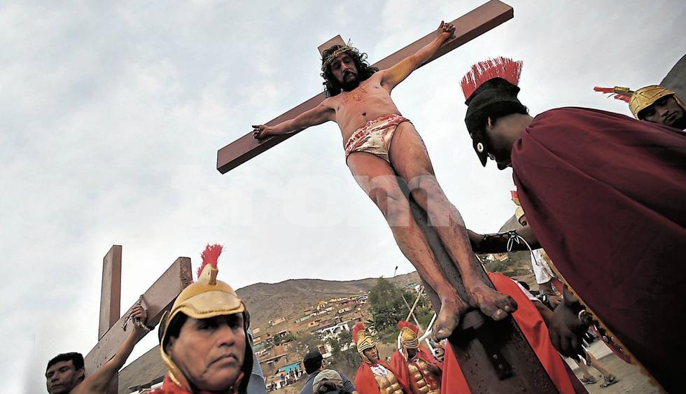 Semana Santa: Crucifican a 'Cristo Pobre' entre lágrimas de fieles en Comas