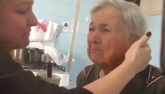 Un video se ha hecho rápidamente viral en las redes sociales mostrando a un conmovedor suceso de una abuela con alzheimer que tiene un fugaz momento de lucidez (Foto: Facebook)