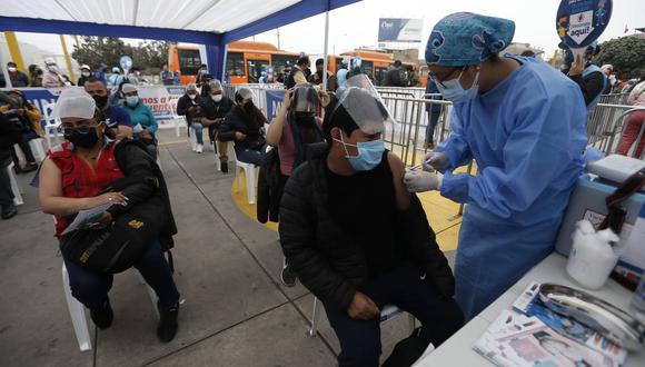 La vacunación a nivel nacional contra el coronavirus (COVID-19) continúa avanzando. Foto: Jorge cerdan/@photo.gec