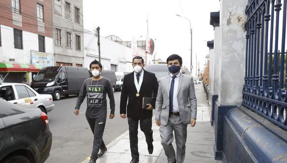 Los familiares de Bryan Pintado e Inti Sotelo llegaron en compañía de sus abogados para iniciar con los trámites y exigir una investigación.  Foto: Jessica Vicente/ photo.gec