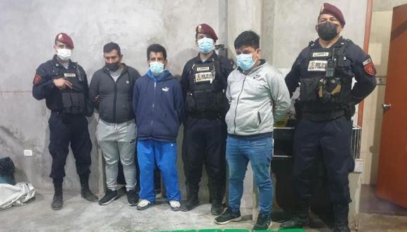 Policías del Escuadrón de Emergencia, Pelotón 'Cobra', atraparon a Luis Reyner Herrera Samaniego (28), César Tongo Lucano (37) y Martín Giraldo Melgarejo (35) cuando iban a trasladar paquetes de droga.  (foto: PNP)