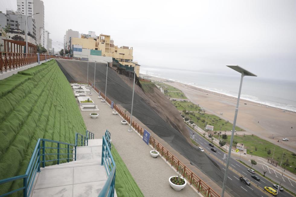 Asimismo, la instalación de iluminación con paneles solares ecoamigables y grass artificial ecosostenible. Fotos: Britanie Arroyo / @photo.gec