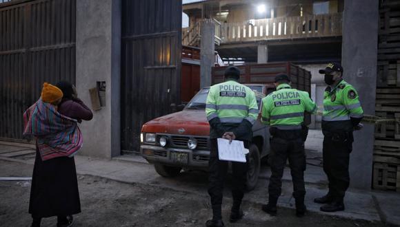Al lugar llegó personal de la policía pero la familia pidió la presencia del Ministerio Público.  Fotos: Joel Alonzo/@photo.gec