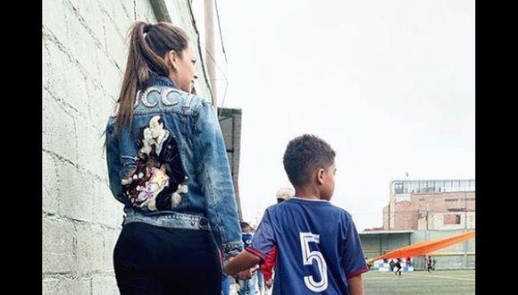 Melissa Klug y su hijo celebran juntos campeonato de fútbol