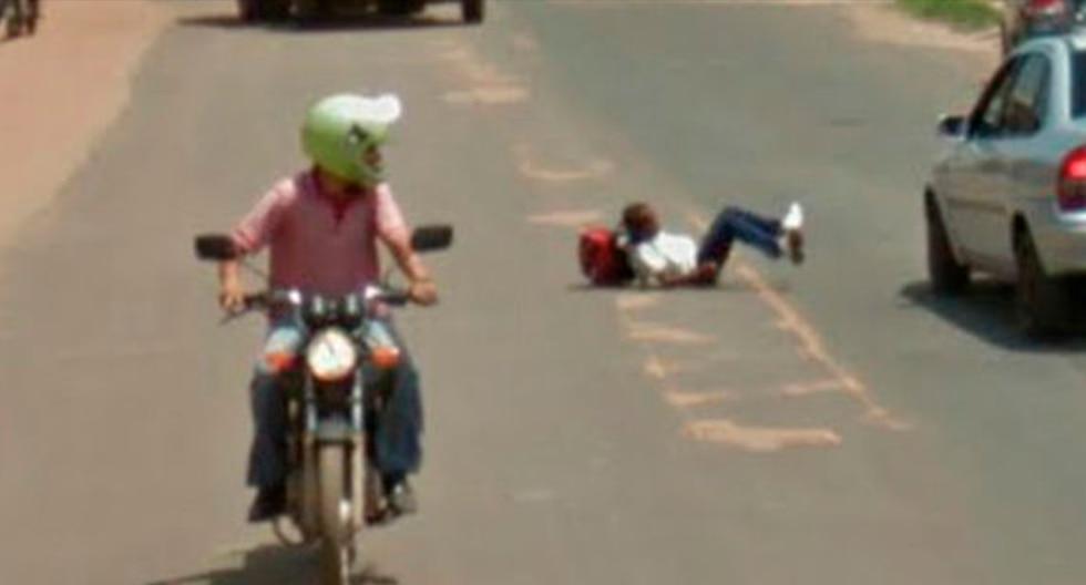 Joven protagonizó incómoda situación en concurrida calle de Brasil. (Foto: Google Maps)