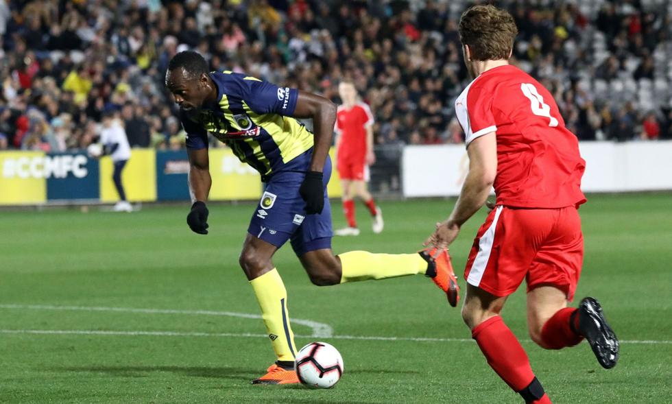 Usain Bolt debutó como futbolista profesional  (Foto: AFP)