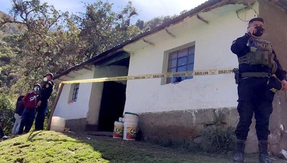 Apurímac: En esta casa fueron hallados los cuerpos de Policarpio Arteaga Gonzales (35), su esposa Fiorela Jaqueline Sierra Mendoza (21) y su menor hijo J.A.S (02).