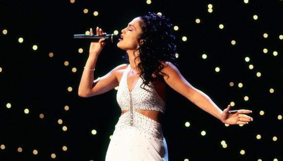 """Al cumplirse 25 años de su estreno en los cines, la película """"Selena"""", sobre la vida de la asesinada reina del tex-mex, Selena Quintanilla, se reedita con material nunca visto hasta ahora. (EFE / Warner Bros)."""