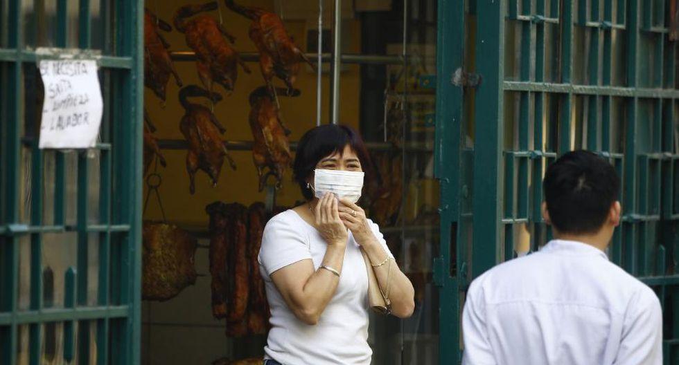 Peatones, comerciantes, agentes policiales y bomberos hacen uso de mascarillas. (Foto: Francisco Neyra/GEC)