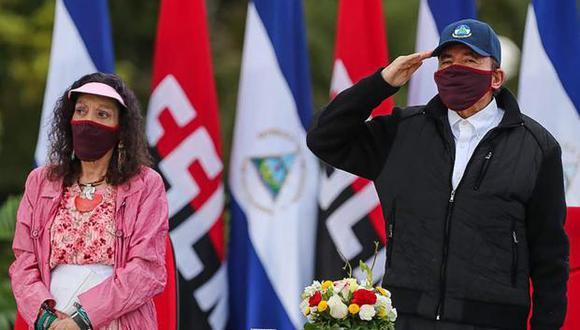 En esta imagen, se ve al presidente de Nicaragua, Daniel Ortega, y su esposa, Rosario Murillo, durante el 41° aniversario de la Revolución Sandinista. (Foto: AFP)